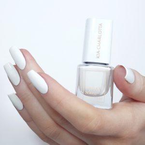 weißer Nagellack